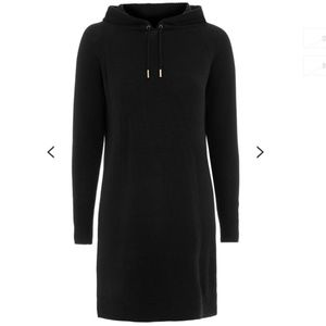 Hooded Dress with Cashmere. Gold tip of lace